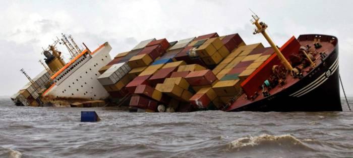 Contenedores en el mar - Contenedores de barco ...