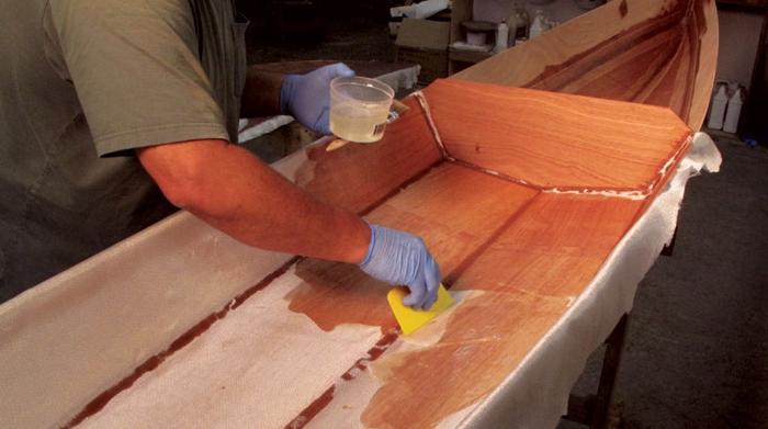 Como aplicar resina epoxi en madera
