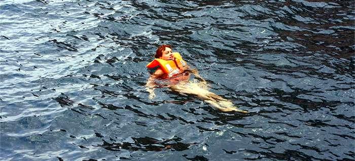 Maniobra de recogida de hombre al agua